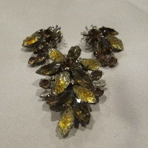 Vintage brooch set of warm amber and gold